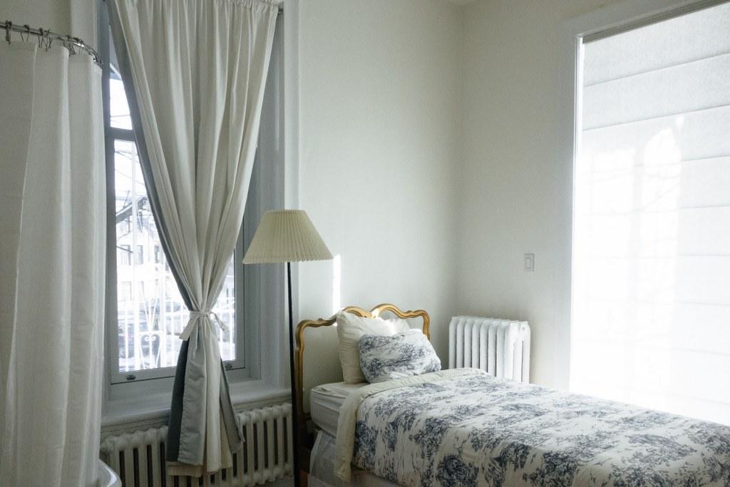 білий колір кімнати