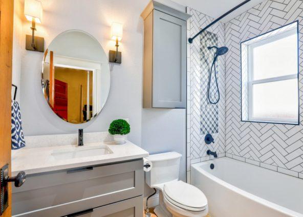 дизайн інтер'єру ванної об'єднаної з туалетом