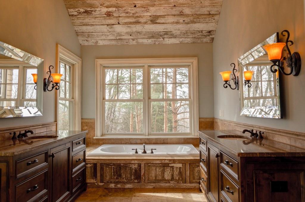 ванна кімната в оздобленні деревом