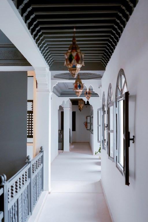 Дизайн маленького коридору.
